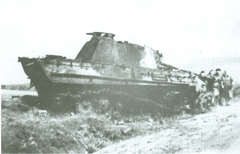 Velencei tónál kilőtt Panther harckocsi